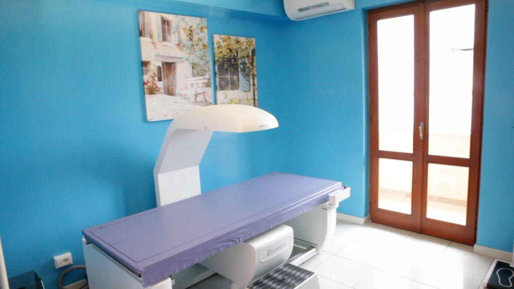Sala della densitometria ossea DEXA presso la X-Ray Ultrasound